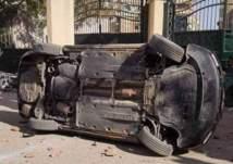 اعتداء وحشي من طلاب مدرسة مصرية على سيارة المدير. . والسبب صادم! (فيديو)