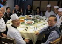 الصين.. مطعم جميع عامليه من كبار السن والمتقاعدين