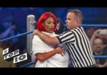 بالفيديو.. أشهر 10 لحظات محرجة لنجوم WWE