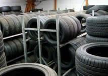 وزارة التجارة السعودية تضبط مستودعين لبيع الإطارات المستعملة في أبها