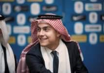 """بالصور.. نجوم يوفنتوس وميلان بـ """"الشماغ"""" السعودي قبل السوبر المرتقب"""