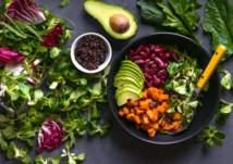 هل هناك أضرار من اتباع النظام الغذائي النباتي؟ (فيديو)