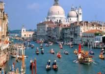 مدينة أوروبية تفرض رسوماً على زوارها