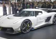 بسرعة 300 ميل في الساعة.. أسرع سيارة في العالم تشرق بمعرض جنيف (صور)