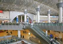 الكويت تفرض رسوما على المسافرين عبر مطاراتها