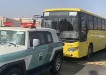الإطاحة بقائد حافلة مدرسية بعد ما فعله على أحد طرق المملكة (صور)