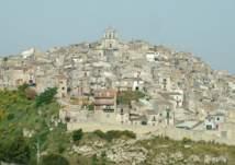 بالصور- إيطاليا تعرض 500 منزل للبيع مقابل يورو واحد فقط.. بشرط وحيد