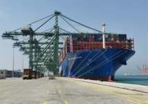 ميناء الدمام يستقبل أكبر سفينة حاويات في تاريخ الموانئ السعودية (صور)