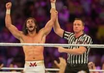 من هو البطل السعودي الذي هزم 50 مصارعًا في أكبر نزال بـ WWE؟ - فيديو