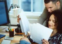 كيف تتصرف حين تشارك زوجتك نفس مكان العمل؟