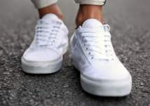 5 طرق لتوسيع الحذاء الرياضي الضيق بالتجميد!