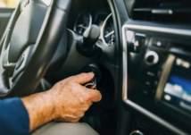 ما هي أسباب انطفاء محرك السيارة أثناء السير؟