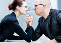 النساء يتفوقن على الرجال في  سباق الرواتب!
