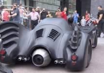 سيارة باتمان في قبضة رجال الأمن.. والسبب؟