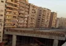ما حكاية الجسر الملاصق للبنايات السكنية في مصر؟