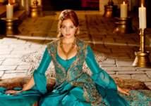 بالفيديو .. سلسلة مطاعم مريم أوزلي تشعل السوشال ميديا