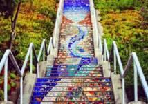 أشهر السلالم التي تحولت إلى مزارات سياحية (صور)