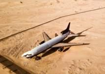 طائرة ضخمة تجلس وسط صحراء أبوظبي.. ما قصتها؟