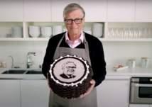 بيل غيتس يحتفل بعيد ميلاد الملياردير بافيت على طريقته الخاصة (فيديو)