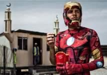 """بالصور: """"أبطال خارقون"""" يتجولون في شوارع دبي.. ما حكايتهم؟"""