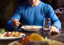 8 أطعمة يمكن تناولها مساءاً دون أن يزيد وزنك