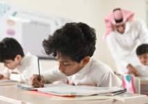 الكتابة بالقلم أم من الكمبيوتر.. ما الأفضل في تعليم الأطفال؟