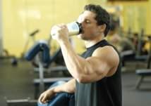 مكمل الكرياتين.. يزيد كتلة العضلات والوزن معاً