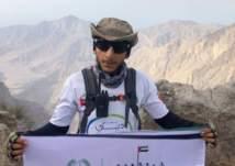 شرطي يتسلق جبل جيس احتفالاً باليوم الوطني الإماراتي