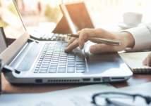 """الإمارات: 107 وظيفة شاغرة للمقيمين في """"سوق العمل الافتراضي"""""""