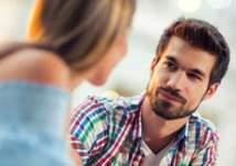 4 تصرفات عفوية تفضح مشاعر الحب عند الشباب