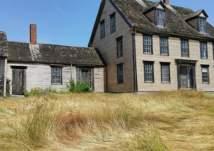 اشترى منزلاً قديماً فكانت المفاجأة تحت الأرض! (صور)