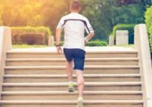 ماذا يحدث لجسمك عند استخدام السلالم العادية؟