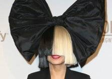 بالصور...للمرة الأولى النجمة Sia تكشف عن وجهها