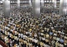 أندونيسيا: طرد الموظفين من العمل في حال عدم أداء صلاة الفجر بالمساجد