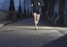 المشي ليلاَ.. أفضل تمرين للاسترخاء وخسارة الوزن