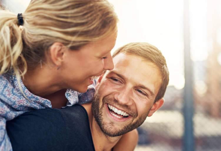 8 حيل تجعل المرأة متمية بك!