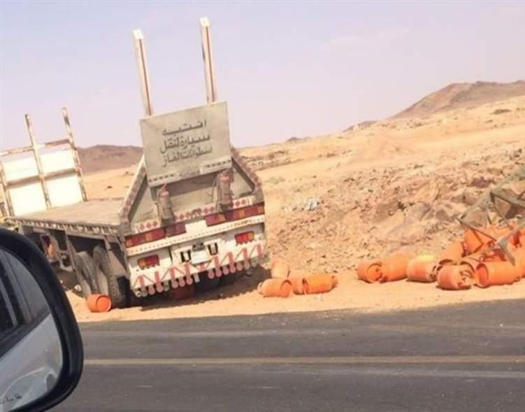 انقلاب شاحنة محملة بأسطوانات الغاز على طريق حائل – بقعاء