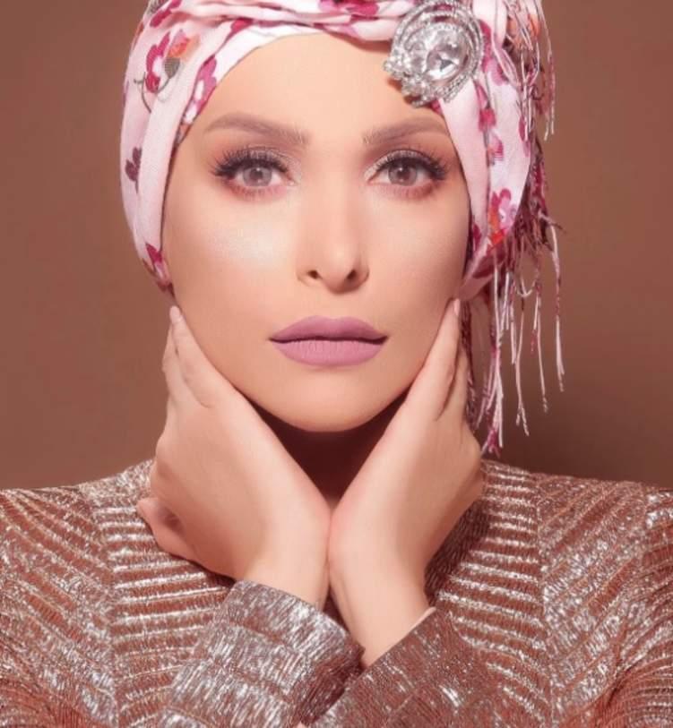 الصورة الأولى لأمل حجازي بعد ارتدائها الحجاب