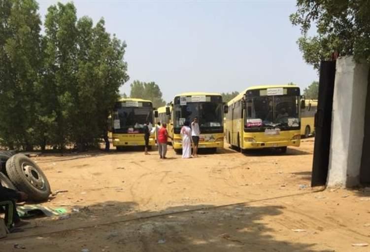 حافلات مدارس بجازان تثير حالة من الجدل بسبب ما كُتب عليها (فيديو)