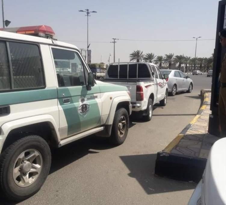 القبض على سائق هايلوكس بسبب ما فعله مع طلاب ابتدائي في جازان (فيديو)