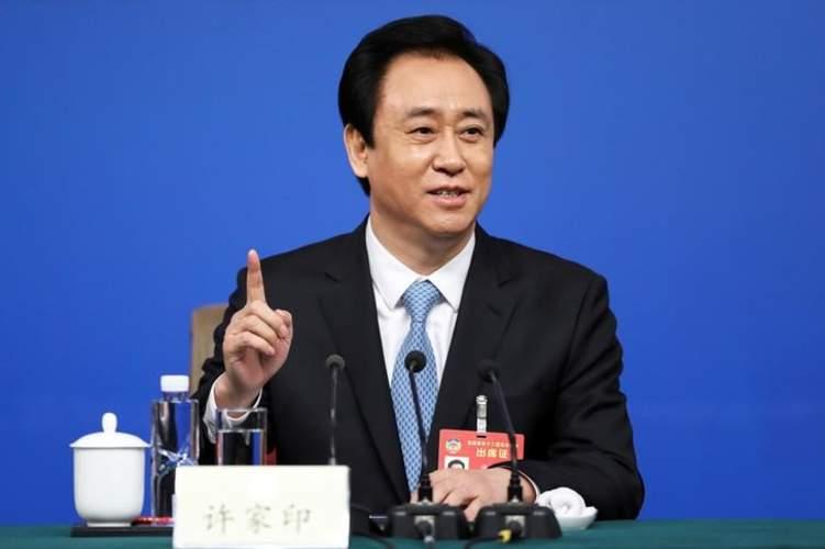 أغنى رجل في الصين يكون ثروة ضخمة رغم تراكم الديون