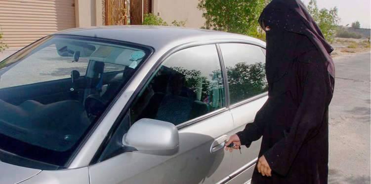تعليق الفنانة السعودية شاليمار الشربتلي على السماح للمرأة بقيادة السيارة (فيديو)
