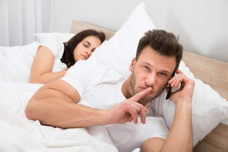 لهذه الأسباب يخون الرجل زوجته!
