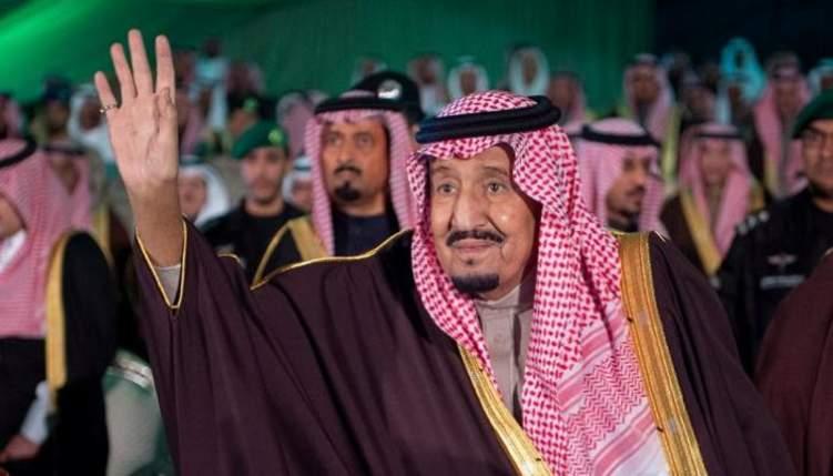 العاهل السعودي يدشن مئات المشاريع في تبوك