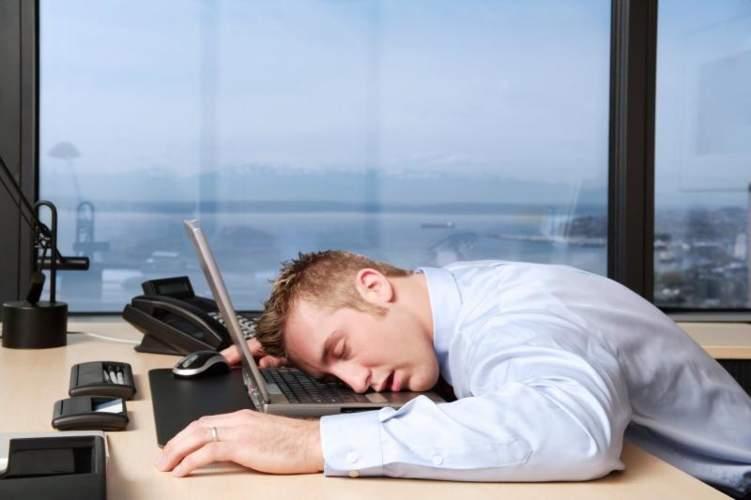 """دراسة: العمل قبل الساعة العاشرة صباحاً """"مضر بالصحة"""""""