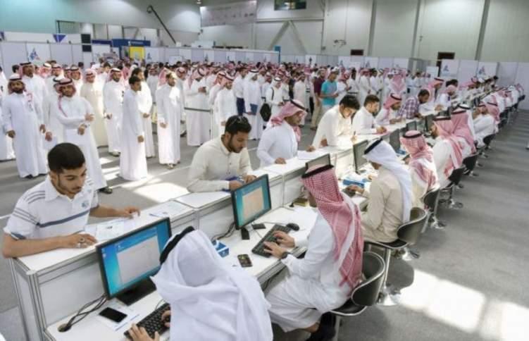 توقعات بإختفاء 200 ألف وظيفة بالسعودية!