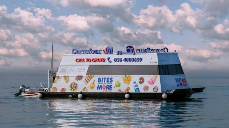 متجر عائم في دبي يوفر أكثر من 300 منتج