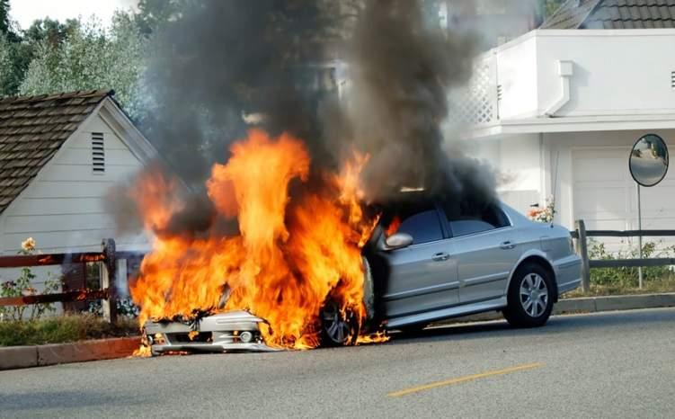 إدارة المرور السعودية توضح الخطوات الواجب اتباعها عند اندلاع حريق في السيارة