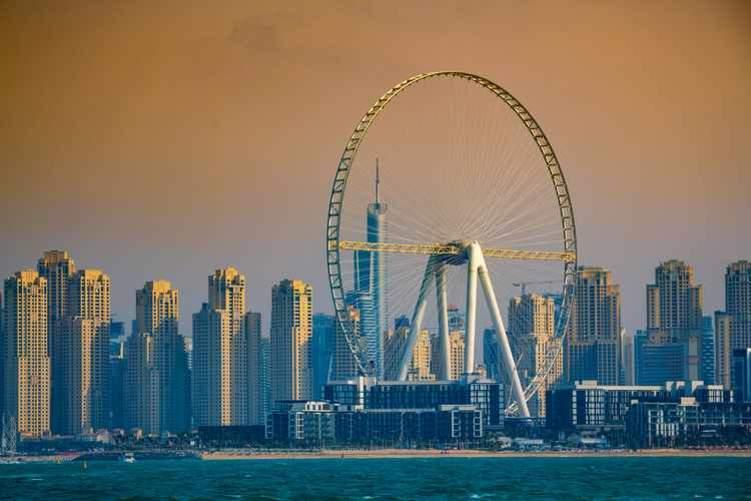دبي تحتضن أعلى عجلة ترفيهية بالعالم .. تستوعب 1400 راكب