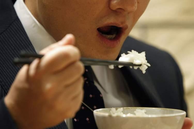 مفاجأة سارة.. الإكثار من تناول الأرز يمنع السمنة!